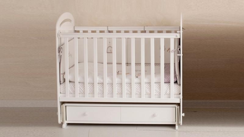 Кроватка для новорожденного Сказка (маятник, ящик; цв. белый) с принтом фото (0)